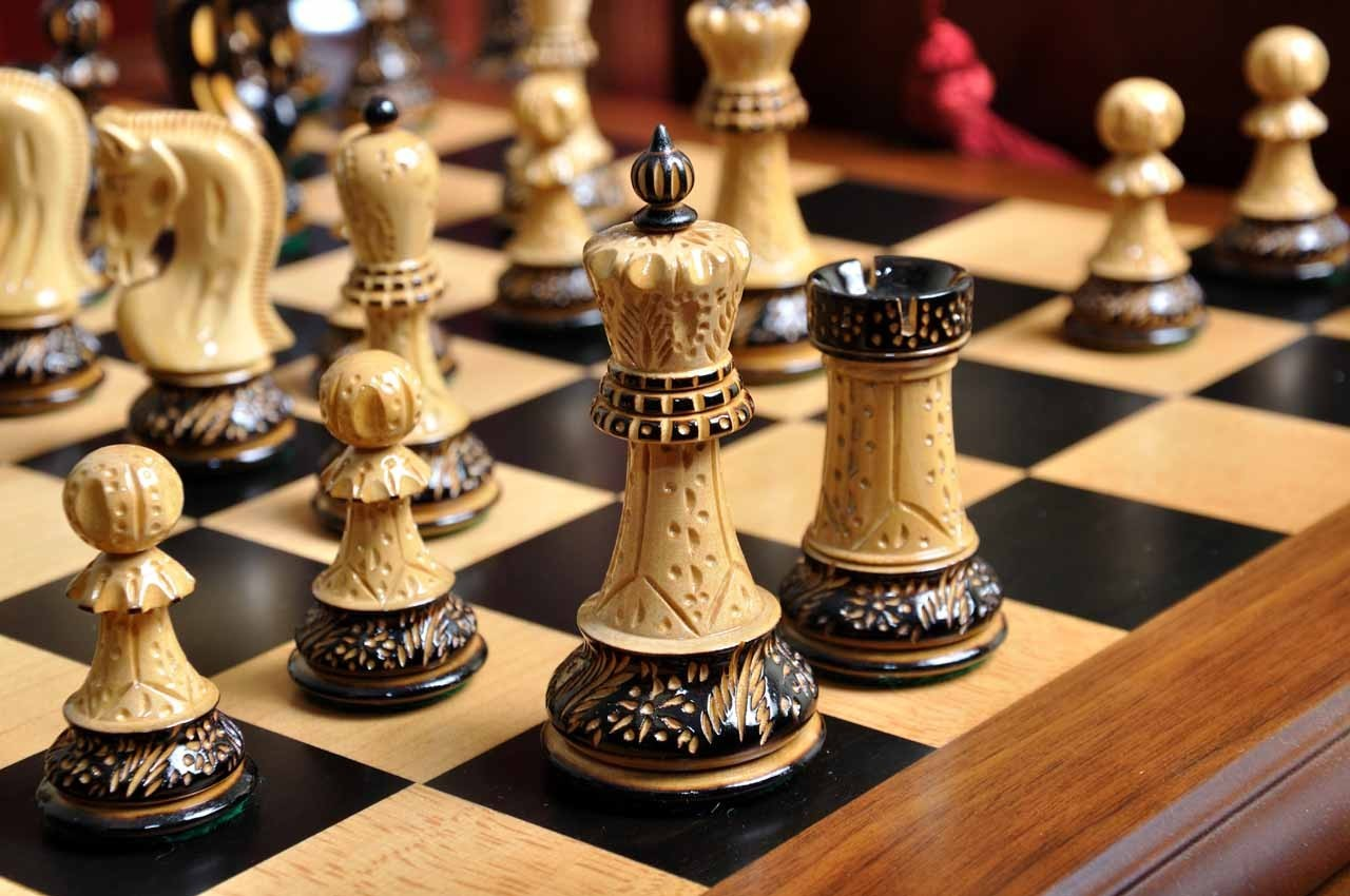 The Burnt Zagreb 39 59 Series Chess Set King