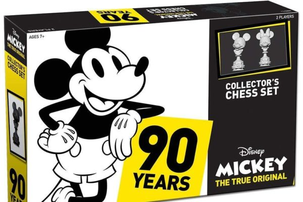 Disney Mickey: Collector's Chess Set